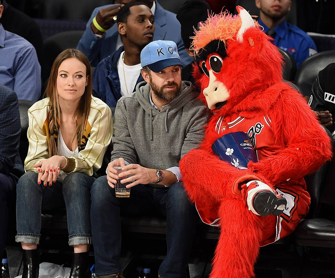 Chicago Bulls mascot Benny the Bull sits with Jason Sudeikis and Olivia Wilde during the 2016 NBA All-Star Game in Toronto.