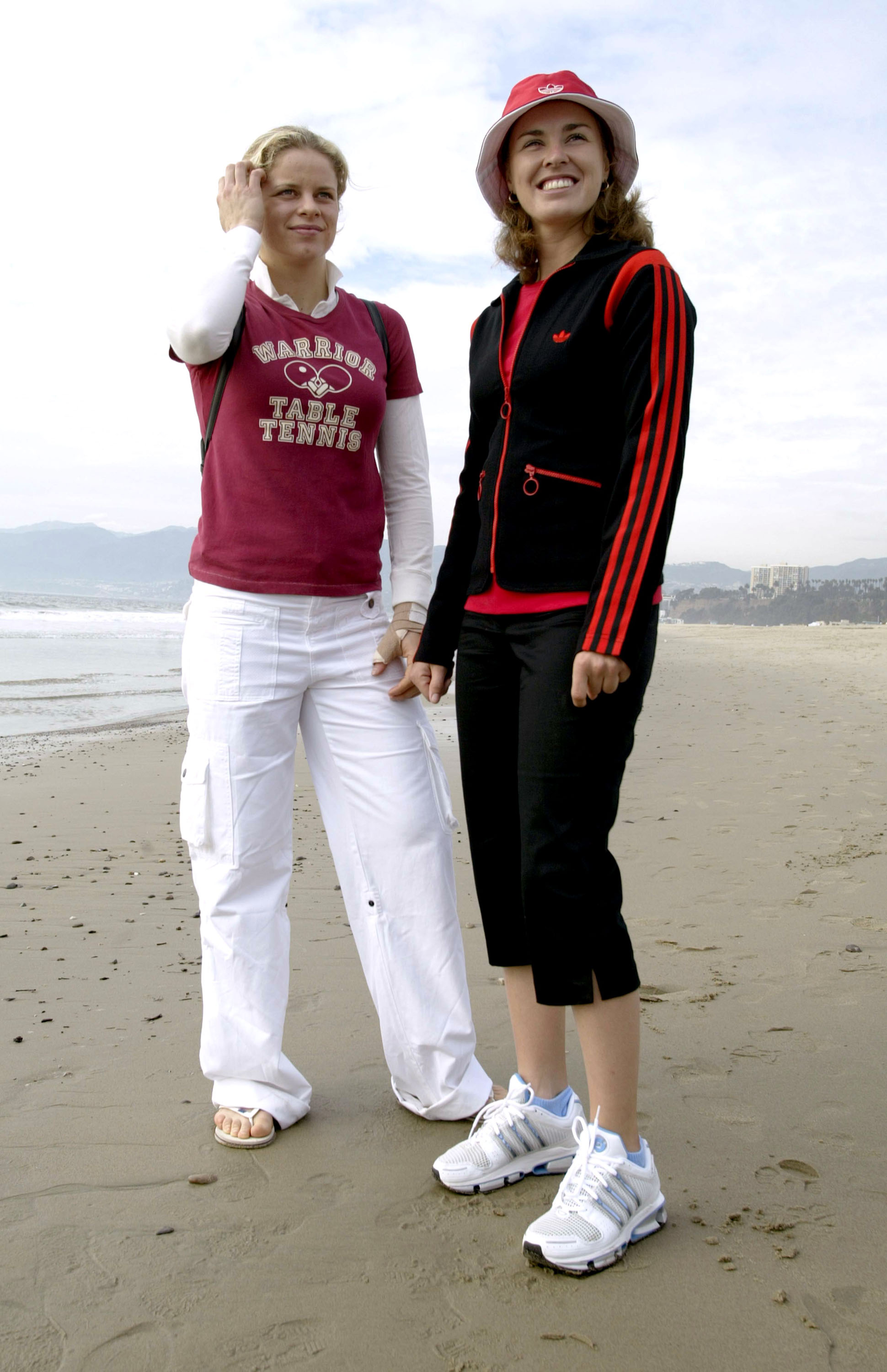 Clijsters and Hingis hanging out at the beach.