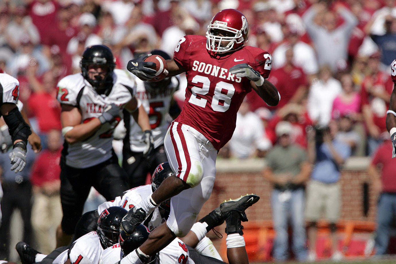 After being rated as the top overall recruit in the country by Rivals.com out of Palestine (Texas) High, Peterson set a freshman record by rushing for 1,925 yards in 2004. That season he helped Oklahoma compile a 12-1 record and he finished second in the Heisman Trophy voting. Peterson missed part of his final college season after breaking his collarbone on a touchdown run against Iowa State before declaring for the draft in 2007. — Runner-up: Anthony Davis, RB, USC (1972-74)