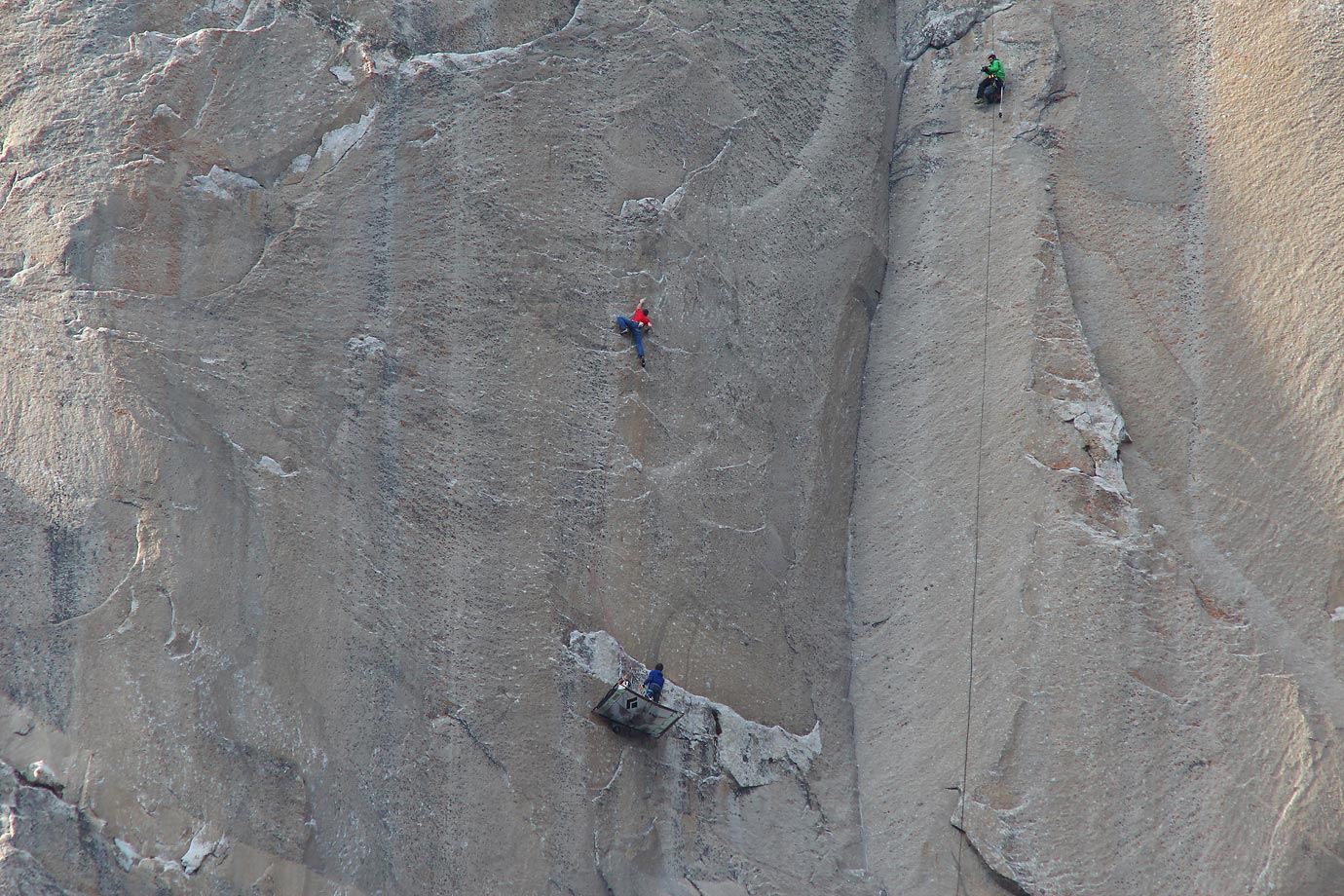 Tommy Caldwell (in red) climbing Pitch 19 and Kevin Jorgeson (in blue) is belaying on his rest day. Brett Lowell (cameraman, in green) is shooting from above.