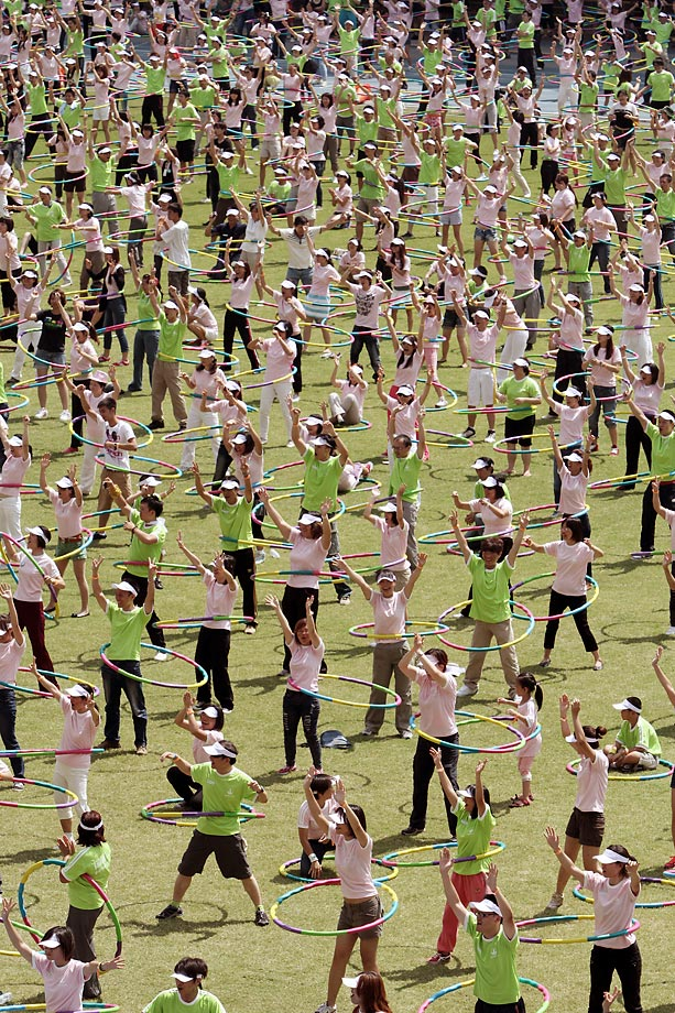 These 2,496 hula-hoopers gathered in Taipei, Taiwan, to break the record for most people swinging hula hoops in two minutes.