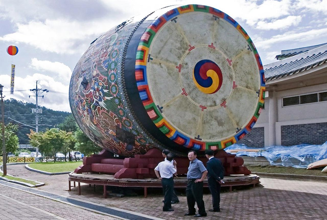 This drum, made in Yeongdong, South Korea, weighs over seven tons and has a 6.4-meter diameter.