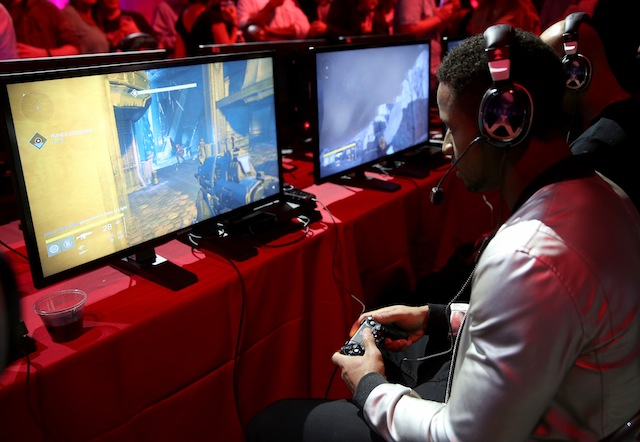 Earl Thomas plays Destiny at the game's launch in Seattle, Washington, on September 8, 2014.