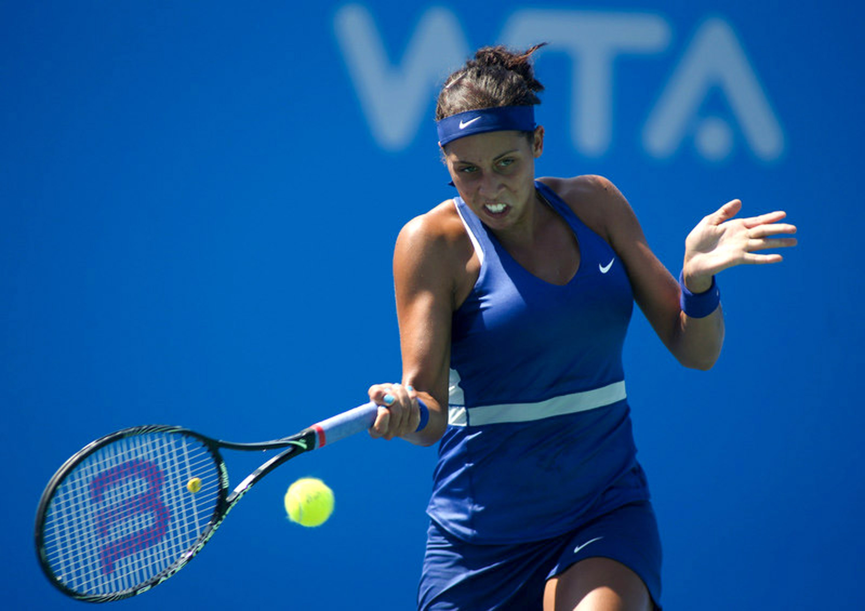 Madison Keys competes against Dominika Cibulkova.