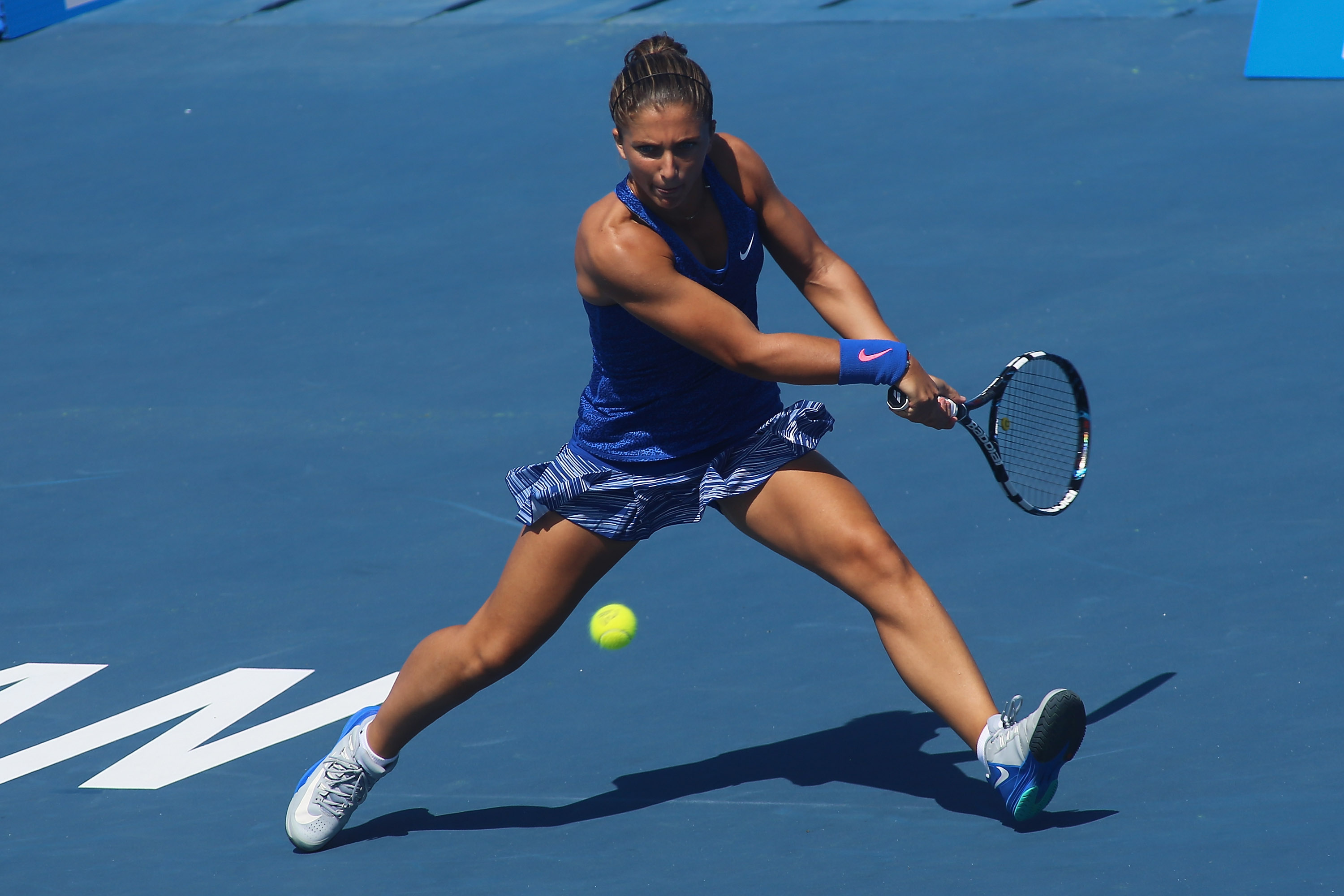 Sara Errani returns a shot during her match against Heather Watson.