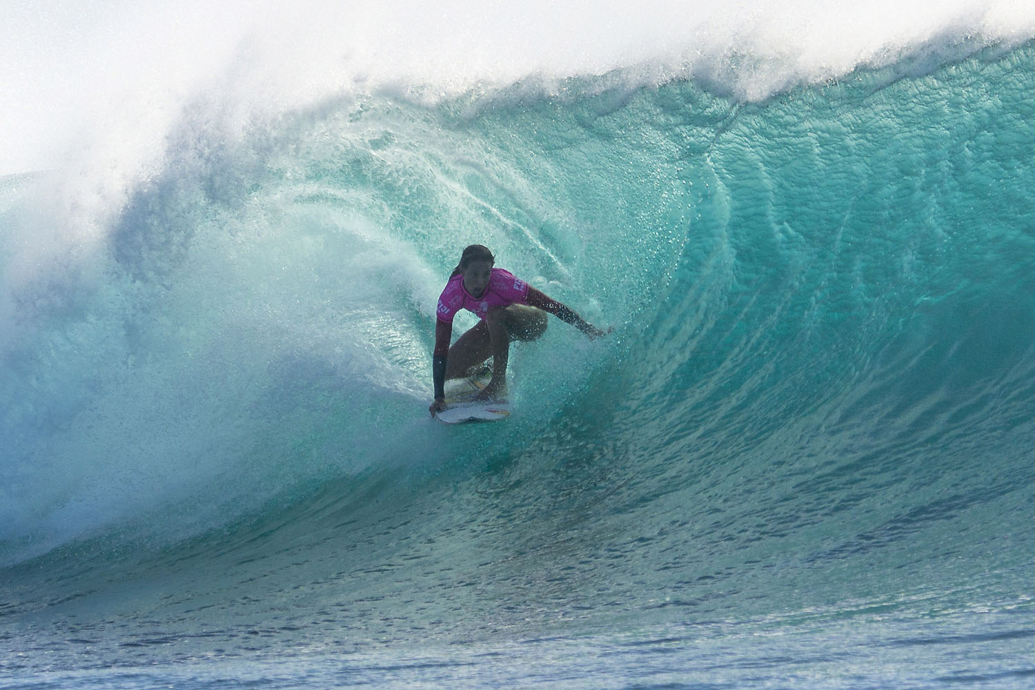 Fitzgibbons tries to keep up with Stephanie Gilmore in Round 3 of the Women's Fiji Pro, coming in second in the third heat with a score of 15.07.