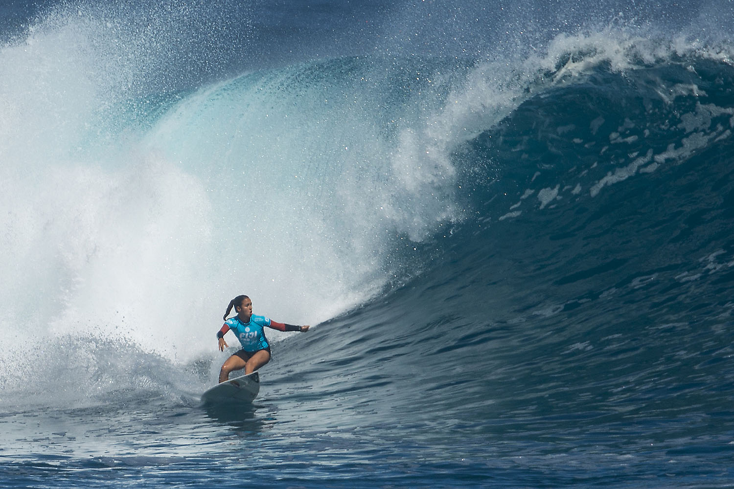 Following the third round, Fitzgibbons would win her heat in each of the next few rounds, finally taking the crown in a one-on-one matchup with Stephanie Gilmore.