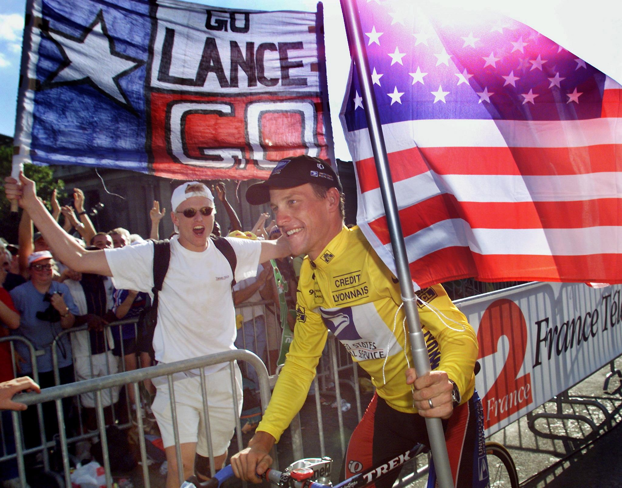 The winner of the 1999 Tour de France American Lance Armstrong is supported  by spectators during cd3c70432