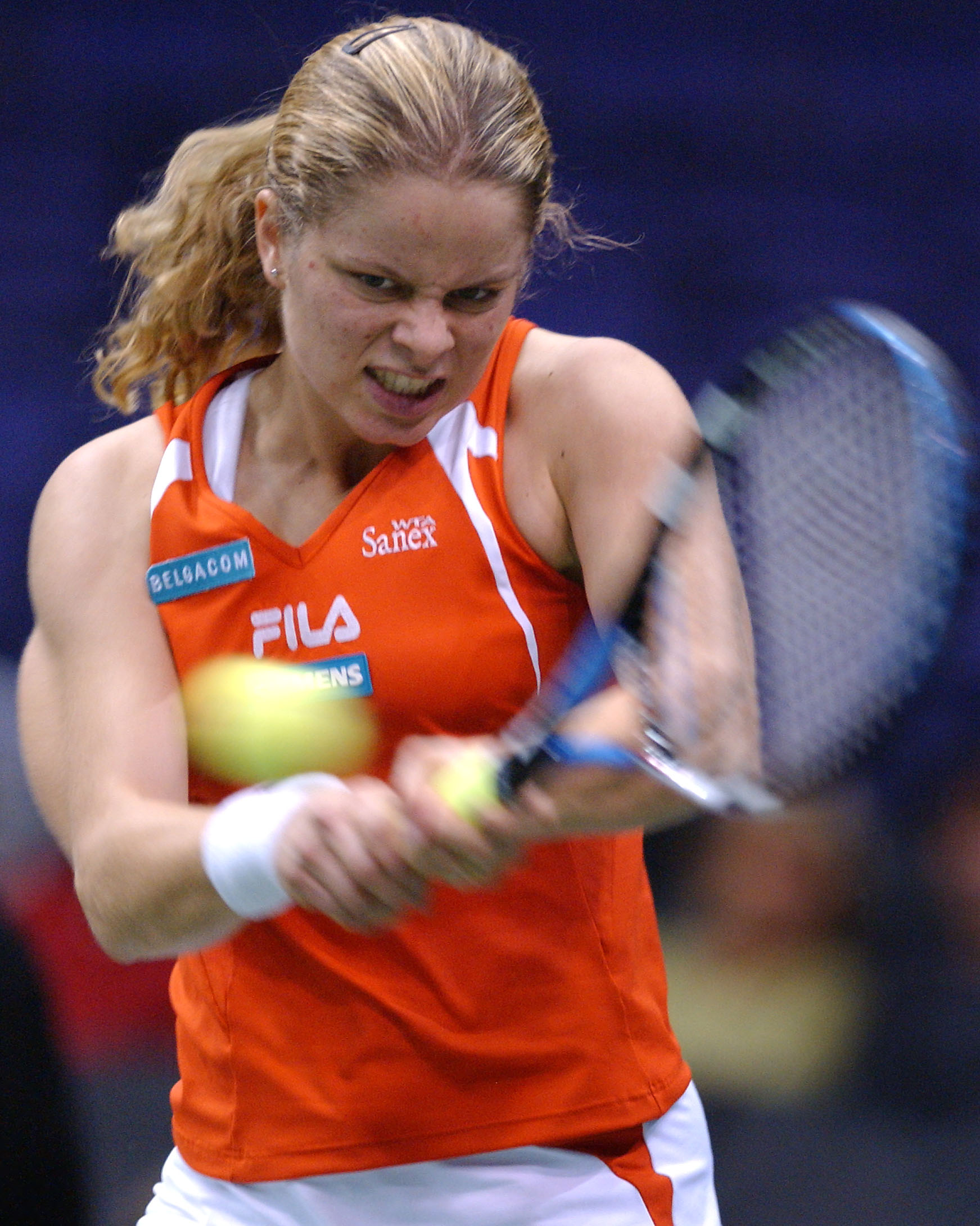 Kim Clijsters stuns No. 1 Serena Williams, who had won three majors that year, to win her first WTA Finals title.