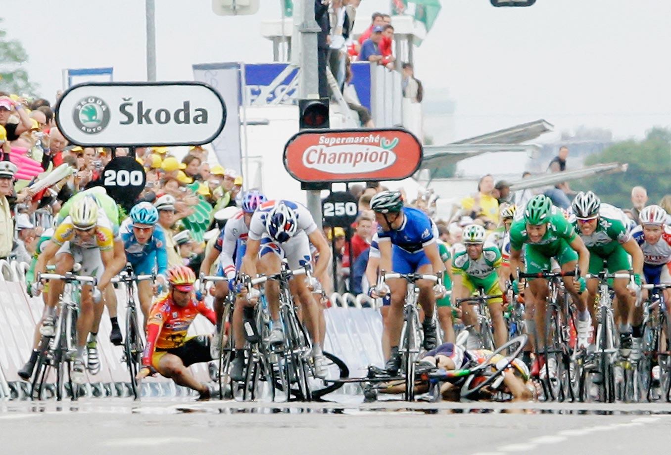 Another McEwen sprint victory, more carnage in his wake. Like Cipollini, McEwen won an even dozen stages of  the Tour – including this one, the 7th stage of the '05 Tour, in Karslruhe, Germany.