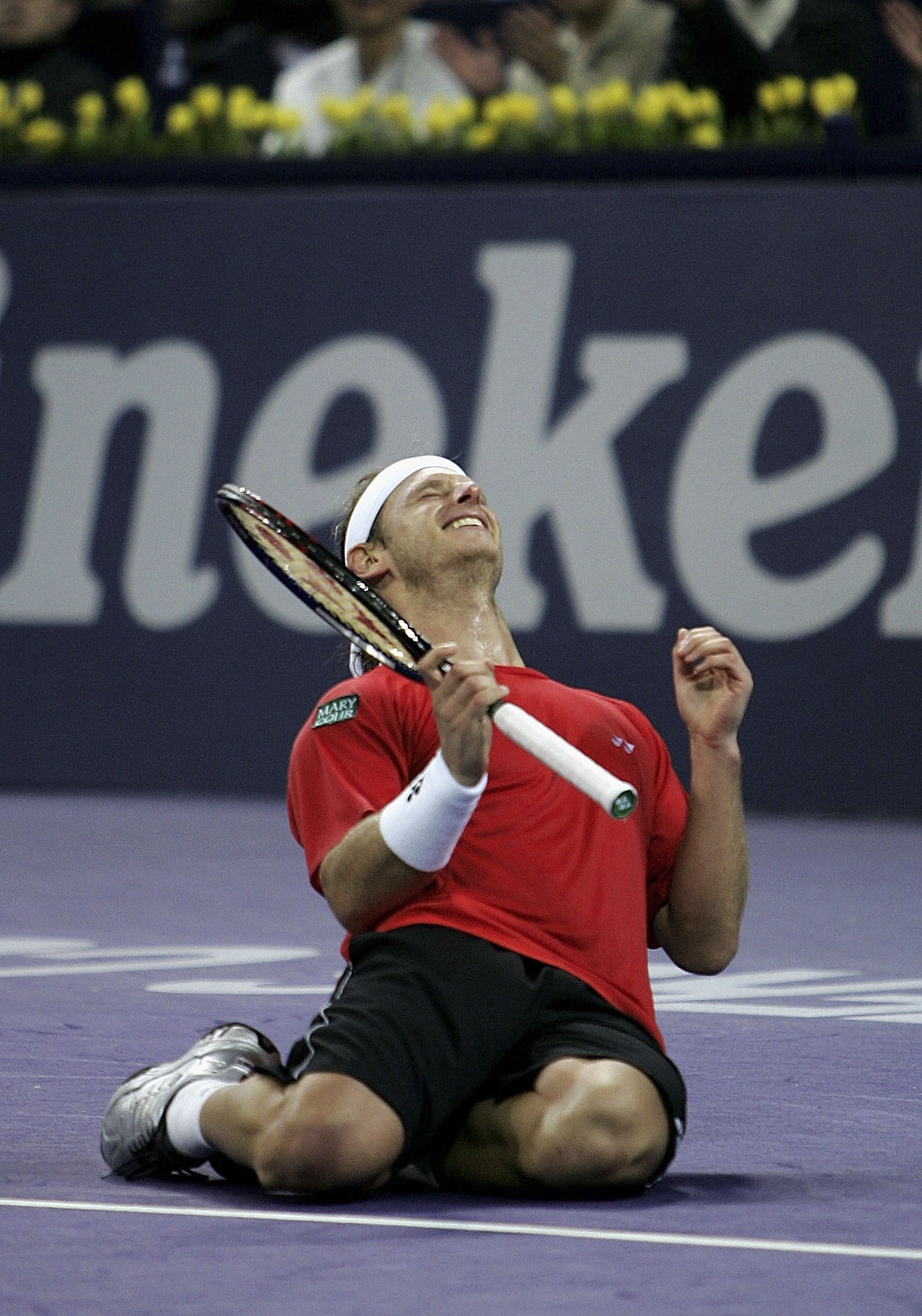 Nalbandian celebrates point-point against Federer.