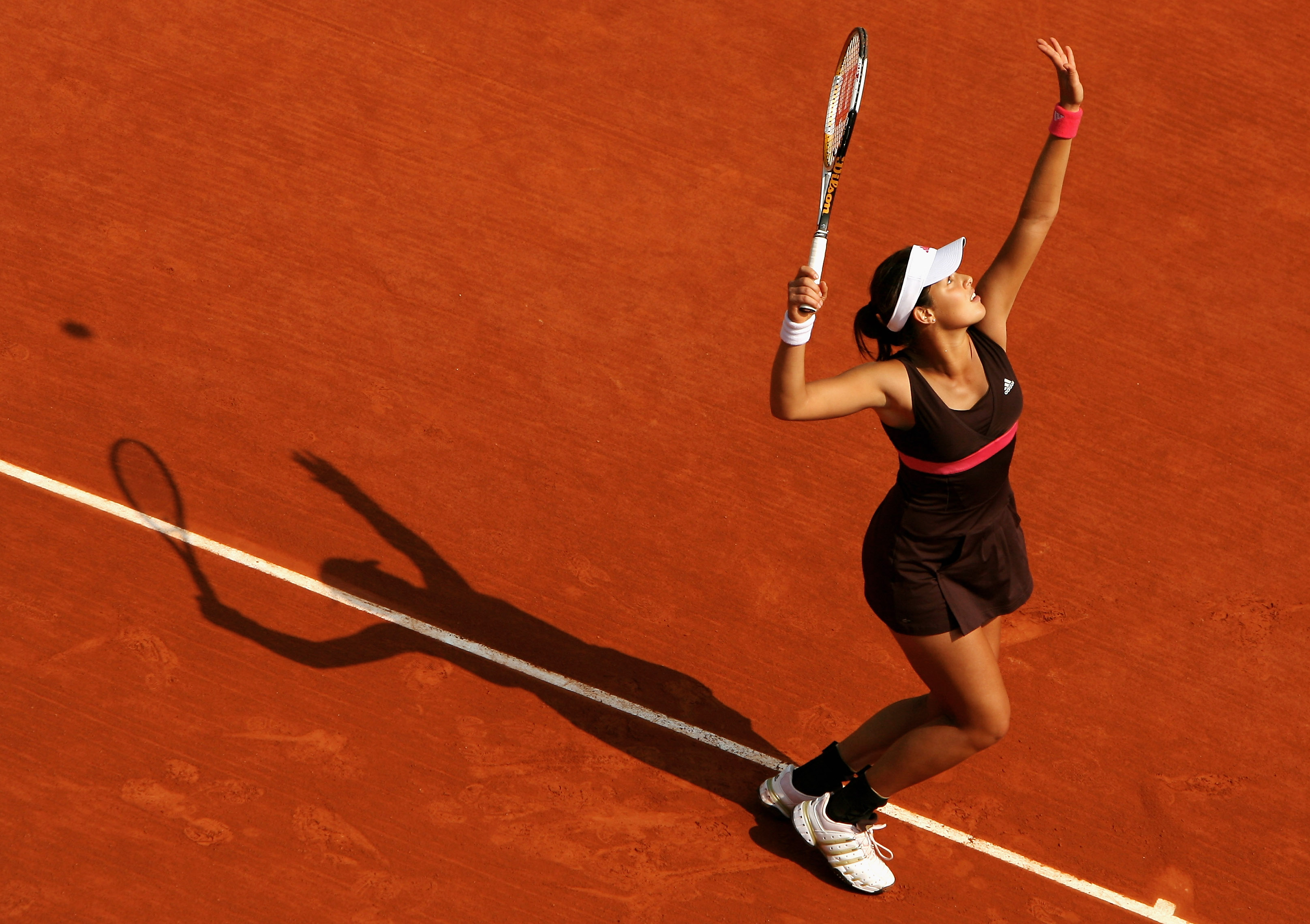 Ivanovic's first signature dress, which she wore to en route to her first Slam final at Roland Garros. She lost to Justine Henin in straight sets.