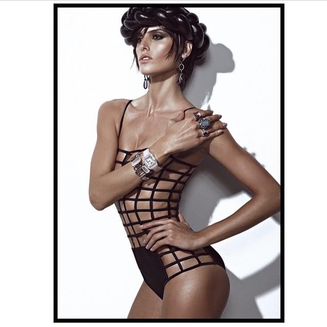 #regram @zee_nunes Brazilian Vogue! Vogue Brasil! Beauty by @silviogiorgio Styling by @Pedrosales_1 Shoot by Zee Nunes @voguebrasil #vogue #style #beauty #cool #summer #ootd #