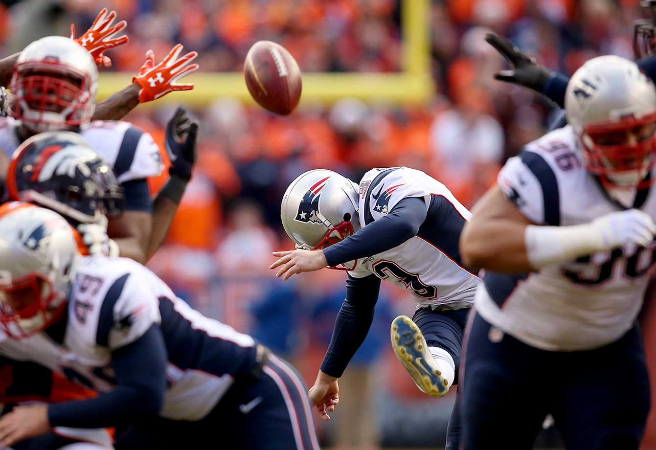 Stephen Gostkowski kicks a 46-yard field goal in the second quarter.