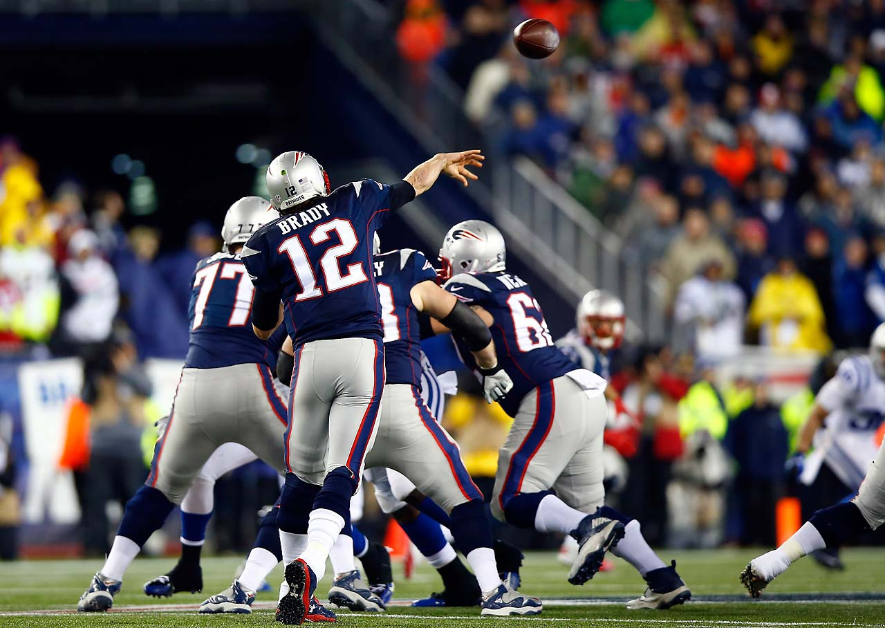 Tom Brady throws a pass in the first quarter.