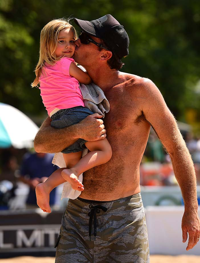 Matt Olson gives his daughter a mooch after a victory. Matt and teammate Kevin McColloch finished in a tie for 7th.