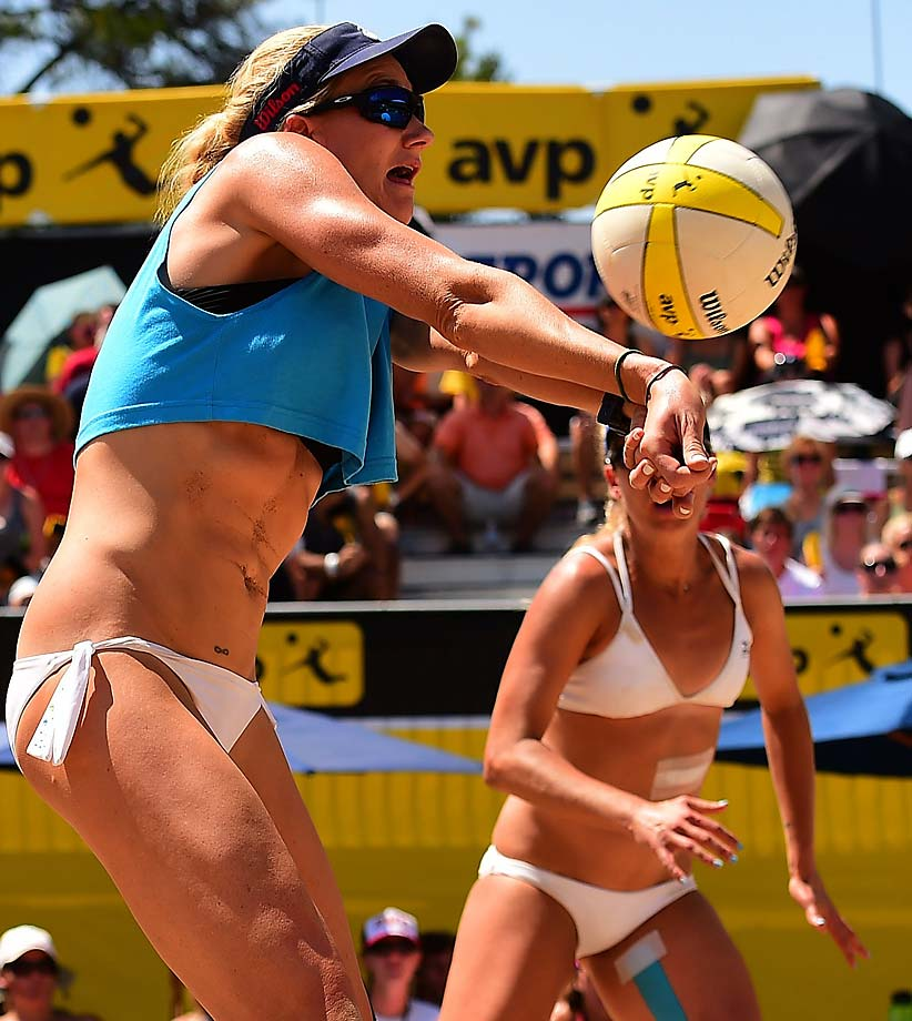 Kerri Walsh Jennings passes her way to her 69th avp title and third straight with partner April Ross.