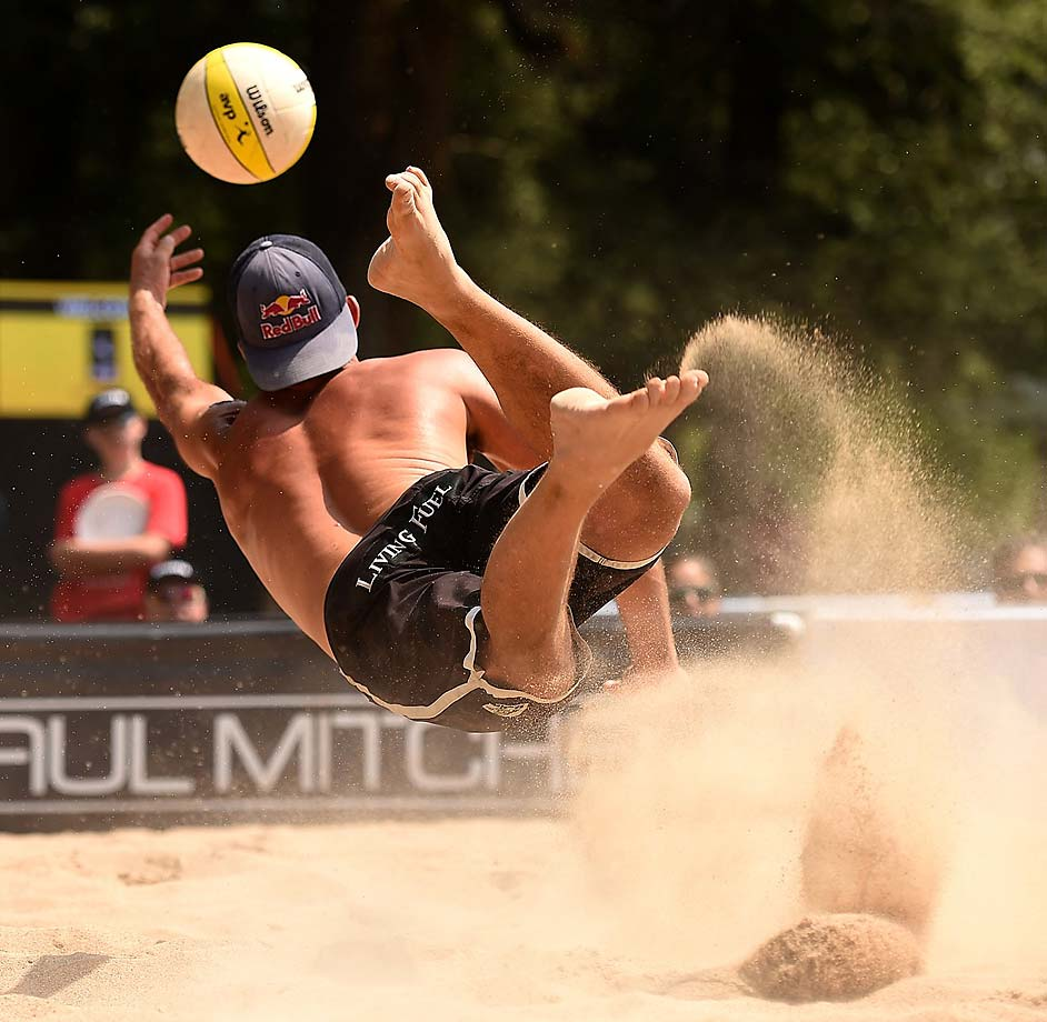 Todd Rogers flat out for one of his tournament high 93 digs.