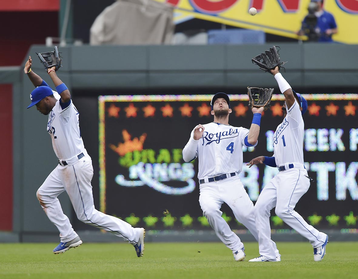 Alcides Escobar of the Royals gets out of the way as centerfielder Jarrod Dyson makes the catch against the Tigers.