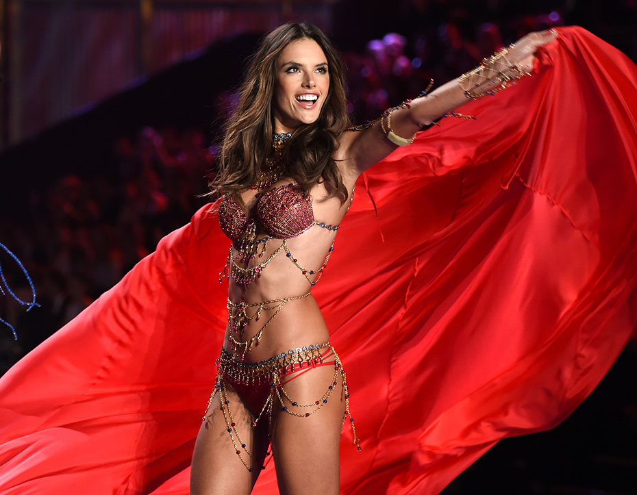 Alessandra Ambrosio :: Getty Images