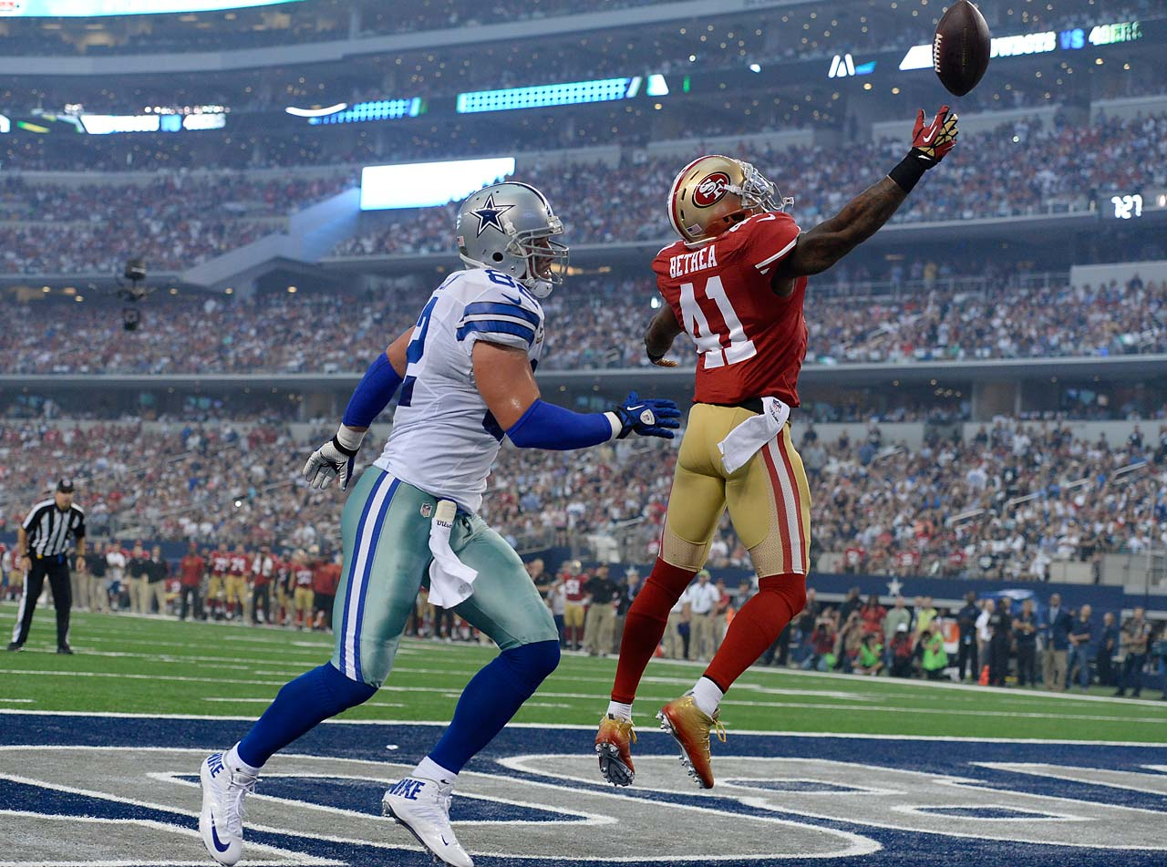 Antoine Bethea breaks up a pass intended for Jason Witten.