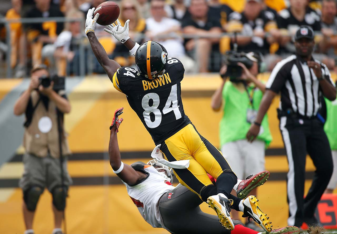 Antonio Brown wasn't flagged for pushing the defender away from the ball on this touchdown receptions.