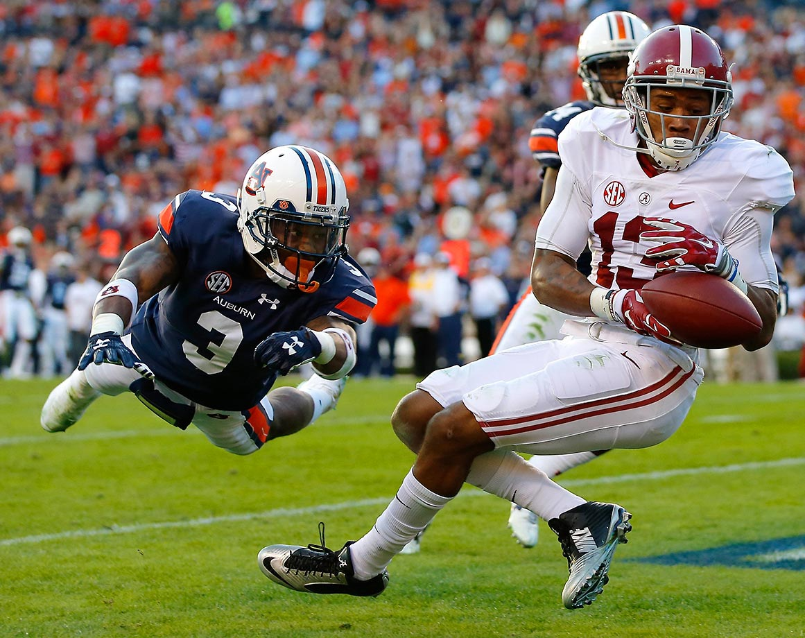 ArDarius Stewart of Alabama fails to pull in this touchdown reception against Jonathan Jones of Auburn.