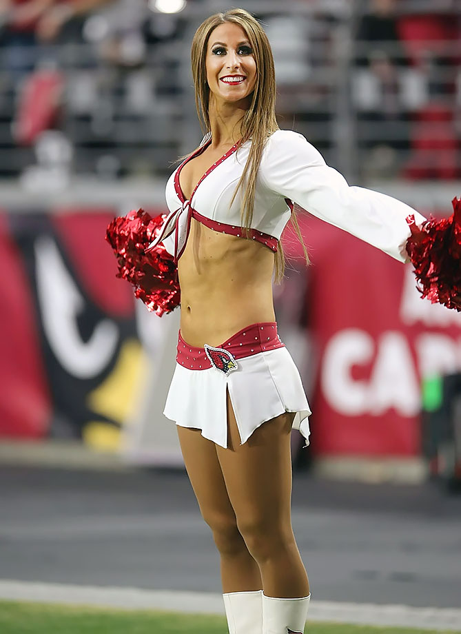 Did holly get kicked off dallas cheerleader for dating player