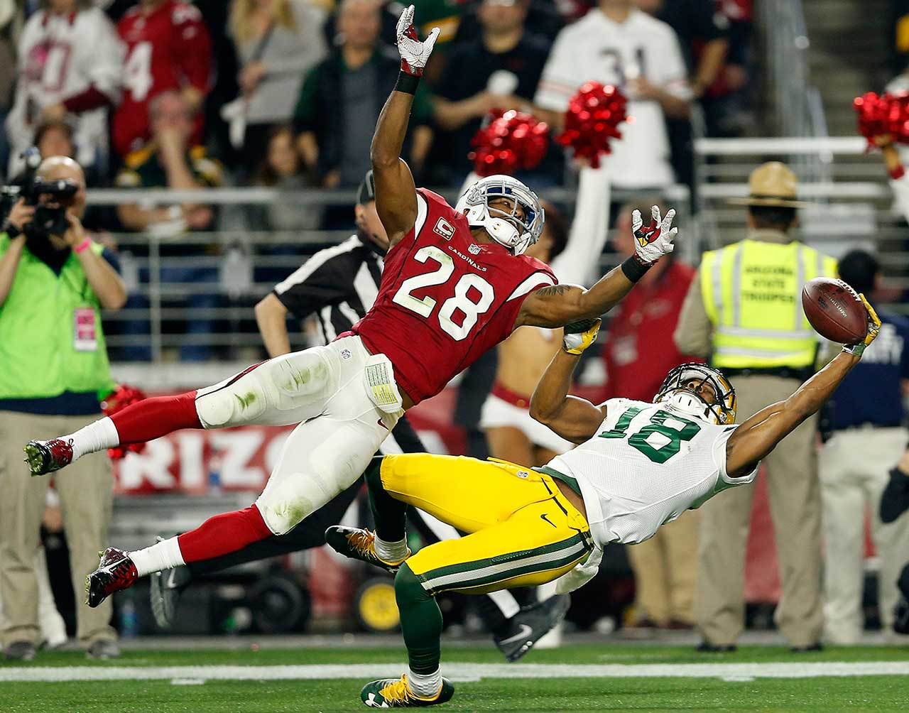 Randall Cobb made this amazing one-handed grab to put the Packers inside the 10 but the play was negated by offsetting penalties.