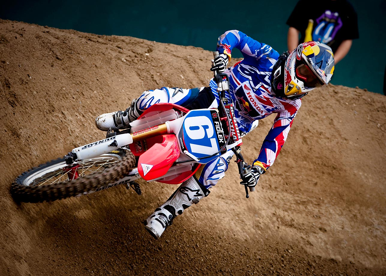 Age: 24 | Height: 5'2"