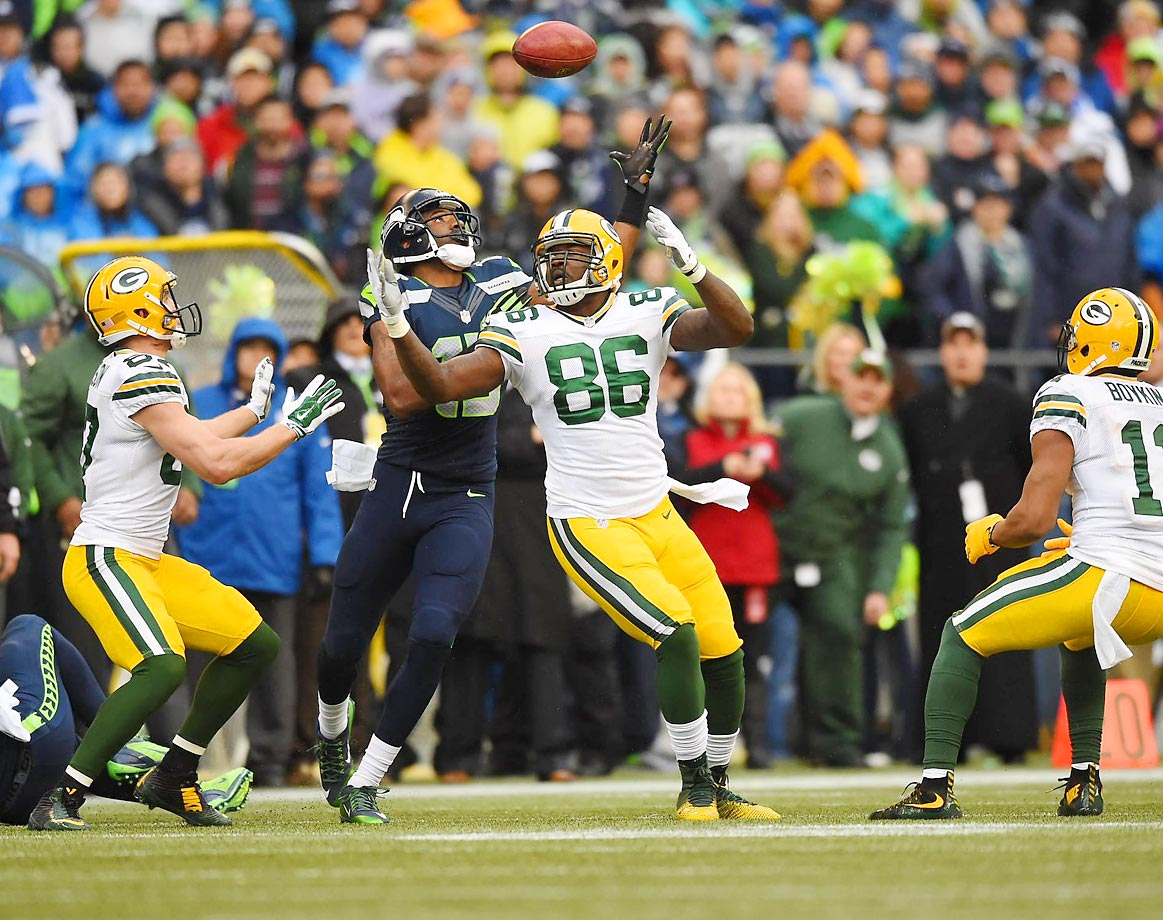 Green Bay Packers tight end Brandon Bostick (86) and Seattle Seahawks wide receiver Chris Matthews (13) fight to recover an onside kick during the NFC Championship Game at CenturyLink Field.
