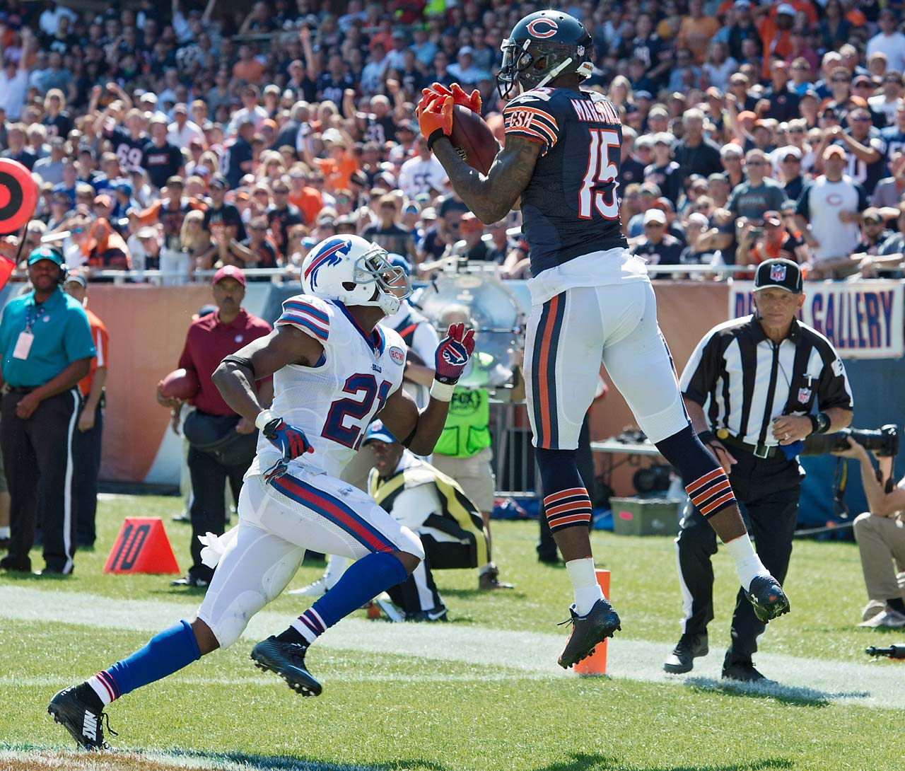 Brandon Marshall hangs on to an 11-yard pass from Jay Cutler for a third-quarter touchdown.