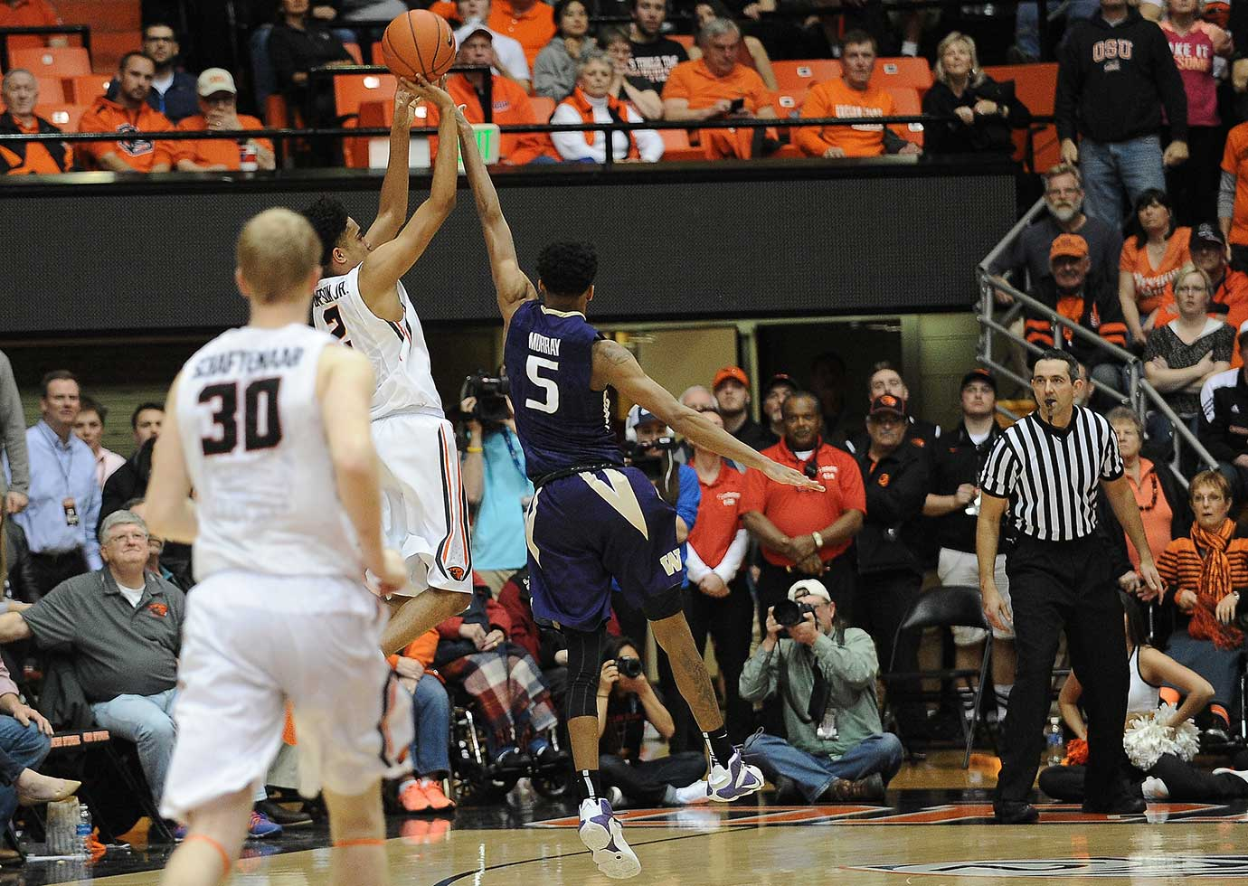 Oregon State freshman Stephen Thompson Jr. shoots the buzzer-beating three over Washington freshman Dejounte Murray.