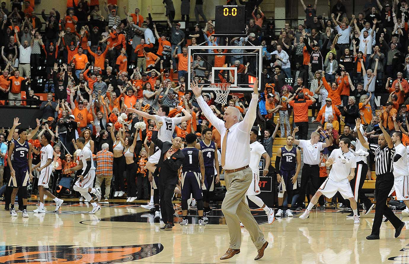 Oregon State coach Wayne Tinkle celebrates a last-second 82-81 win over the Washington Huskies.