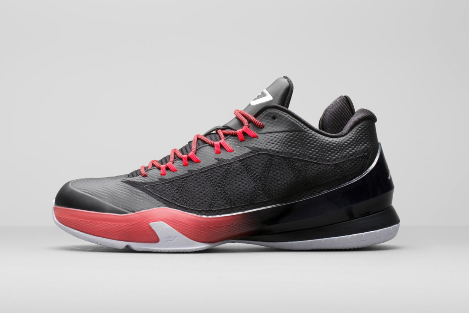 Everyone needs some minimalistic visuals in their basketball shoe repertoire. The eighth Chris Paul signature from Jordan Brand offers that up. With a unique 5/8 height and innersleeve for sock-like fit, the technology stays understated along with the aesthetic.