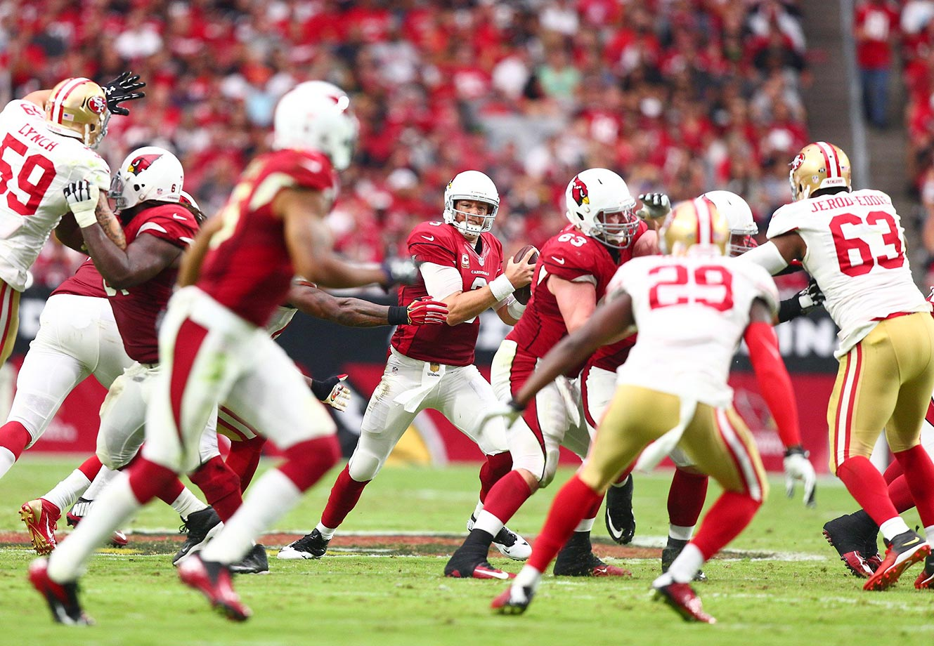 Carson Palmer scans the field against the San Francisco 49ers.