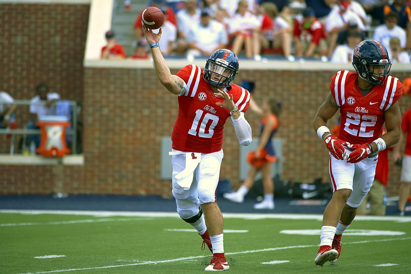 Kelly was one of 10 finalists for the 2015 Manning Award, which is awarded to the nation's top quarterback. He earned second-team All-SEC honors after throwing for 4,042 yards and 31 touchdowns.