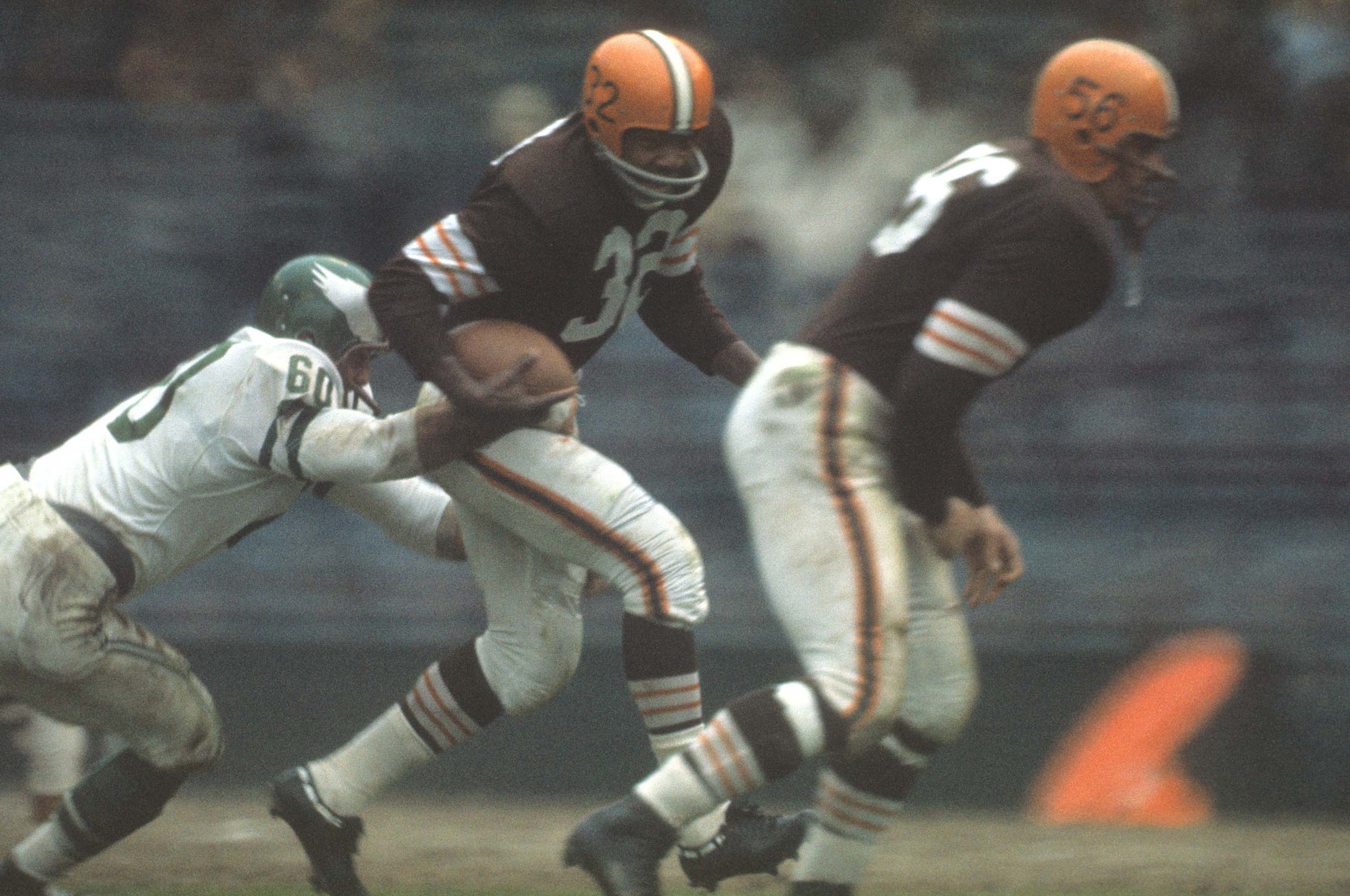 Chuck Bednarik tries to bring down Jim Brown at Cleveland Municipal Stadium.