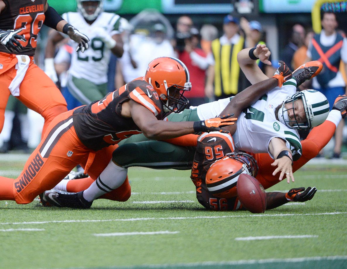 Ryan Fitzpatrick loses the ball against the Cleveland Browns.