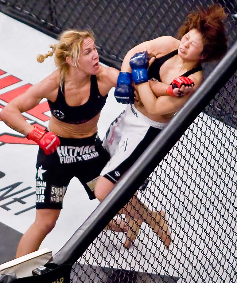Rousey has said that if the two were to fight, Justino (shown here defeating Hitomo Akamo in 2009) would have to drop to the 135 weight class—rather than the two fighters meeting in the middle at 140—because Rousey doesn't owe anyone anything.