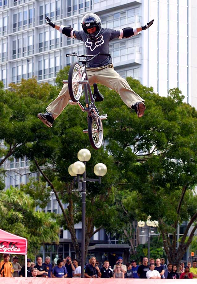 Dave Mirra in action at a 2002 BMX demonstration in Auckland, New Zealand.