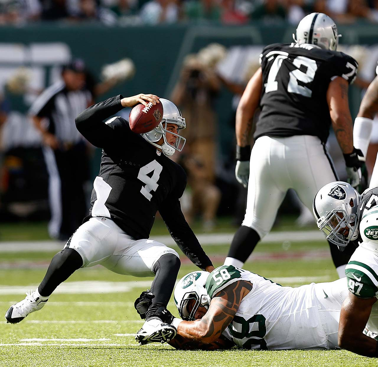 Derek Carr completed 20 of 32 passes for 151 yards and two touchdowns in a losing effort against the Jets.