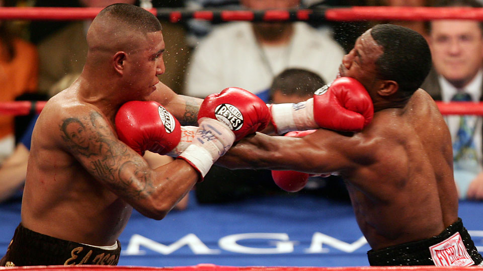 Fernando Vargas (left) trades punches with Shane Mosley in their July 2006 rematch.