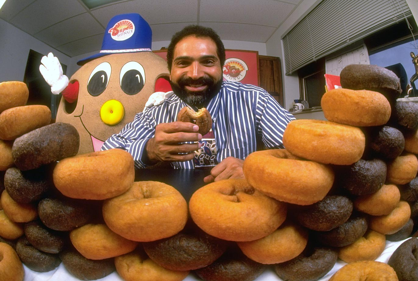 Former Pittsburgh Steelers running back Franco Harris poses with doughnuts in his Super Bakery on Oct. 30, 1993 in Pittsburgh.