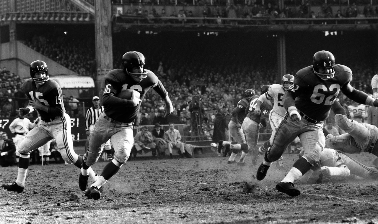 Running back Frank Gifford of the New York Giants runs behind teammate Darrell Dess during a game against the Philadelphia Eagles circa 1960's at Yankee Stadium. Gifford played running back, receiver and defensive back for the Giants in a career that spanned from 1952-1964.