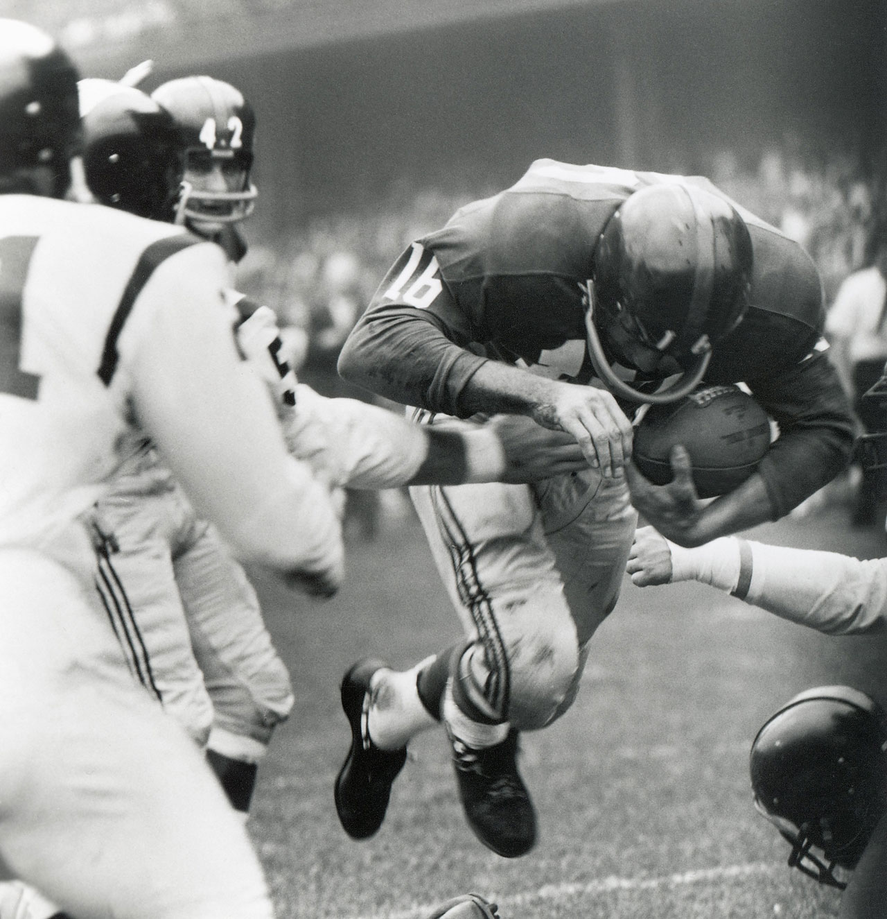 Frank Gifford scores a touchdown during a game against the Washington Redskins at Yankee Stadium in October 1960.