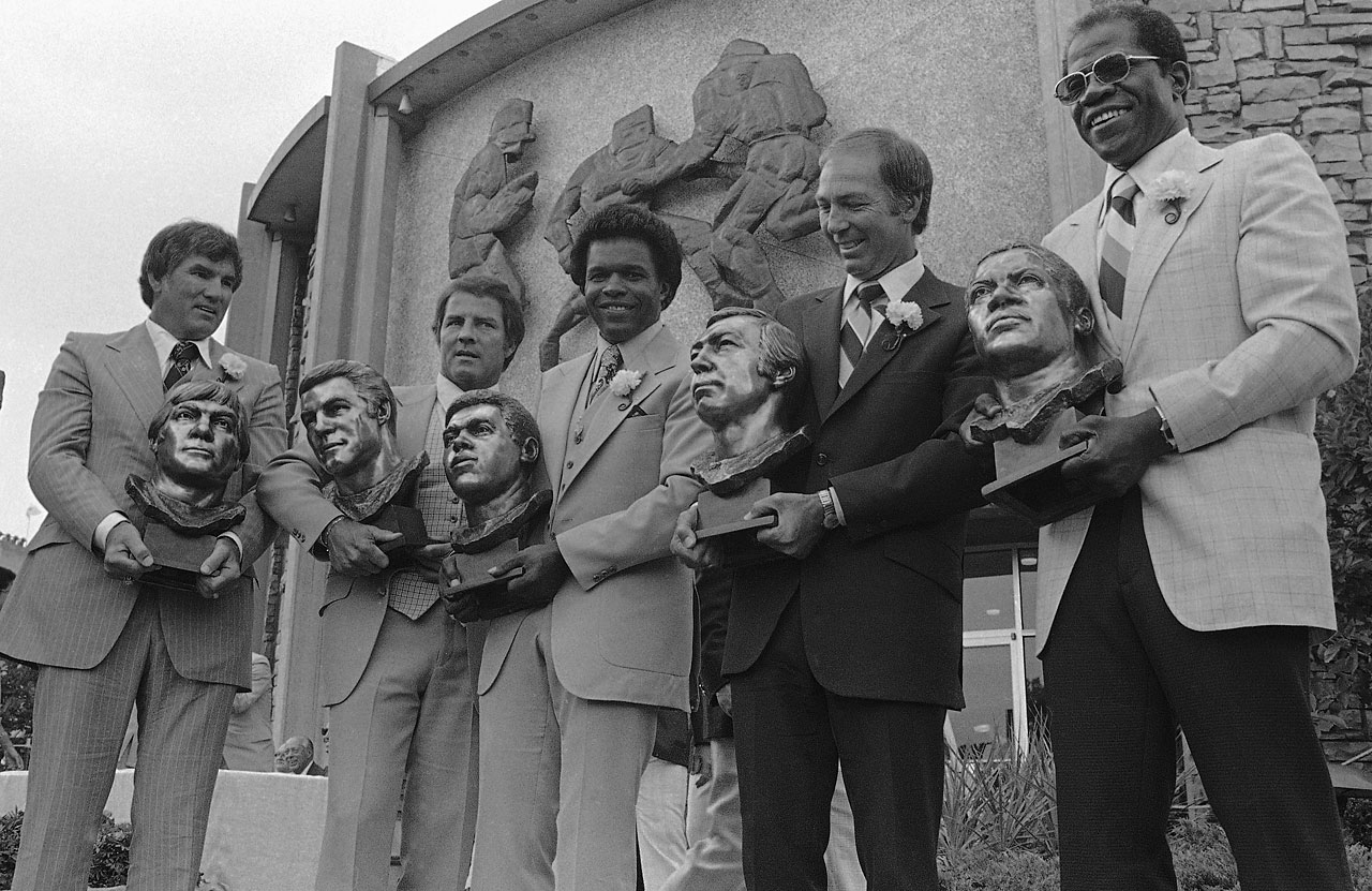 Forrest Gregg, Frank Gifford, Gale Sayers, Bart Starr and Bill Willis pose after the 1977 Pro Football Hall of Fame induction ceremonies in Canton, Ohio.