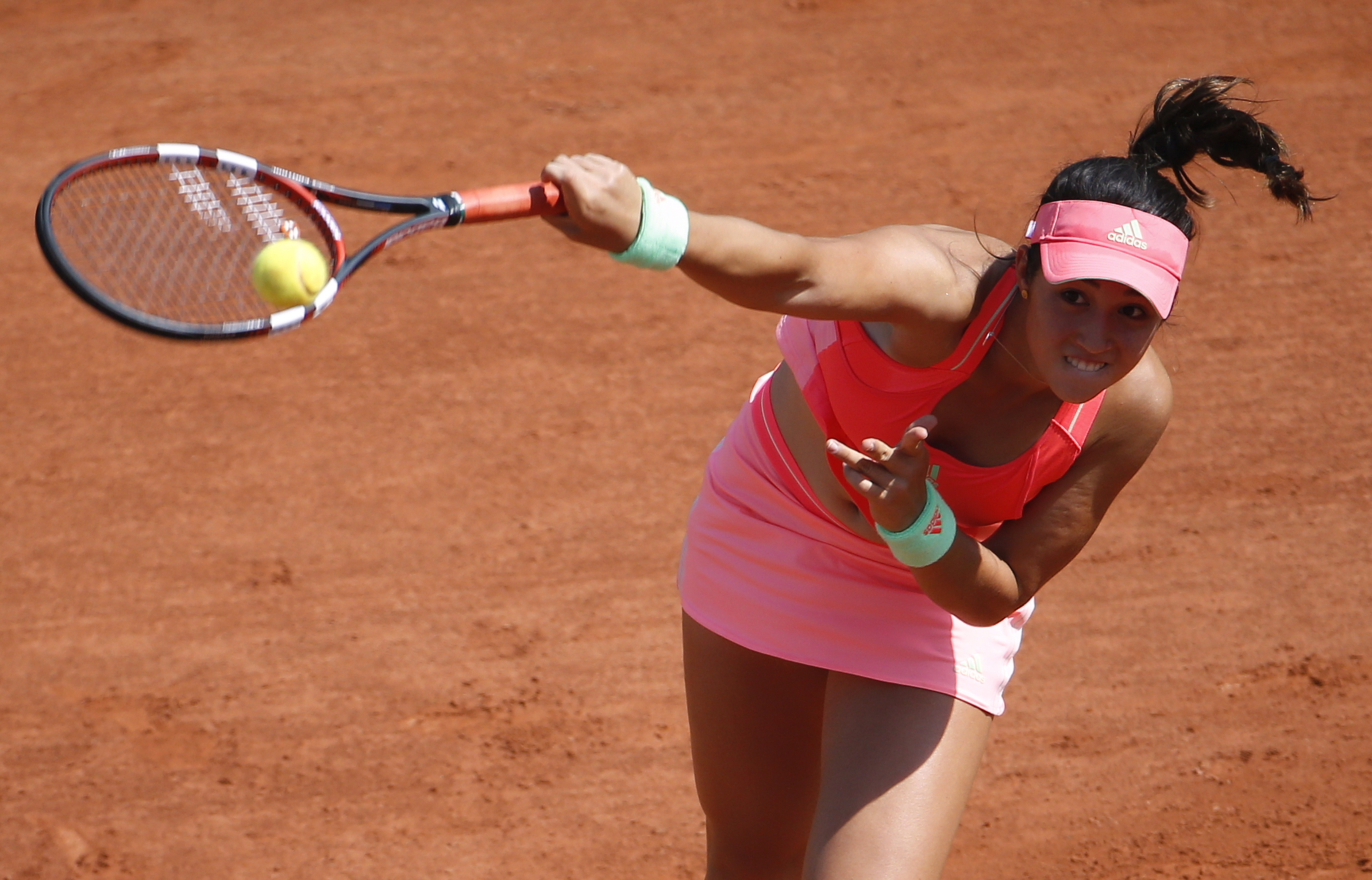 19-year-old American wildcard Louisa Chirico made her Grand Slam debut, losing to No. 9 Ekaterina Makarova 6-4, 6-2.