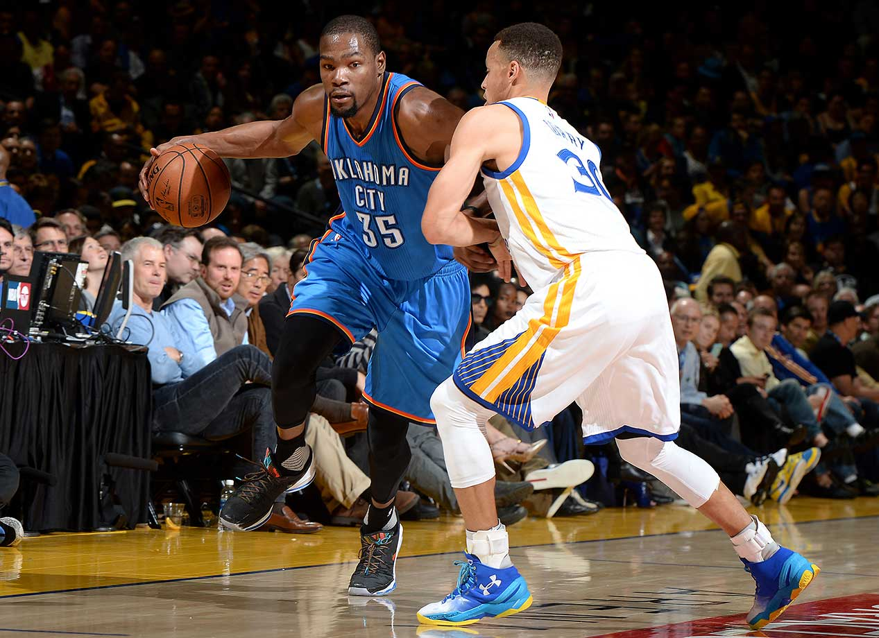 Steph Curry defends Kevin Durant during Golden State's victory over the Oklahoma City Thunder.