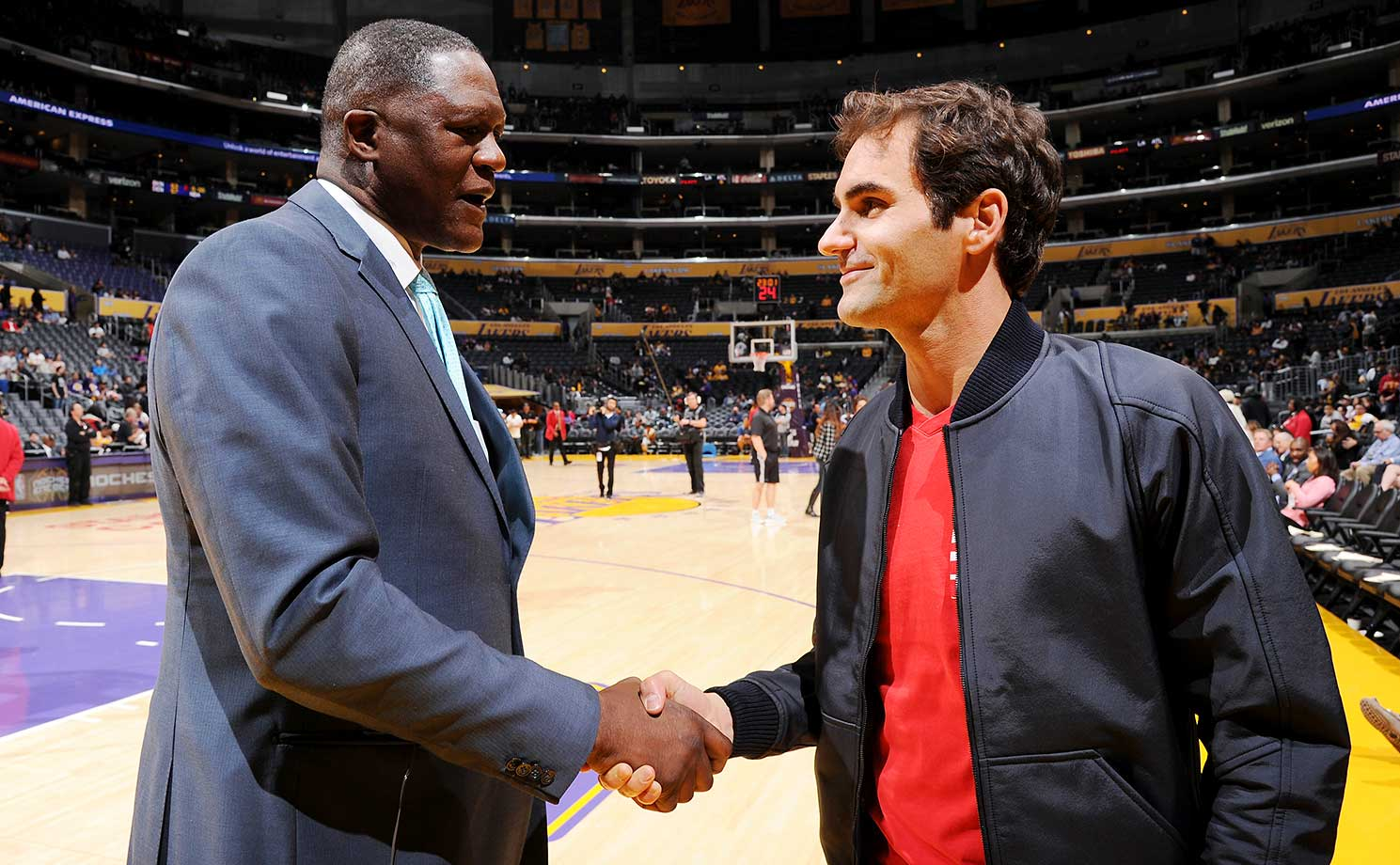 Roger Federer and NBA legend Dominique Wilkins at the game between Atlanta and the Lakers in L.A.